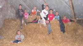 kinderfeestje-op-de-boerderij-in-de-oude-melkput-kalfjes-voeren-koeien-melken-hooizolder-boer-en-boeri-helpen-kinderfeestje-boerderij-noord-holland-kinderfeestje-in-de-oude-melkput-2-klein