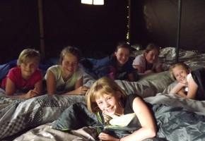 kinderfeestje op de boerderij Friesland, kinderfeestje op de boerderij Drenthe, slapen op de boerderij, kinderfeestje op de boerderij, slapen in een hooiberg, kinderfeestje in Friesland, kinderfeestje in Drenthe